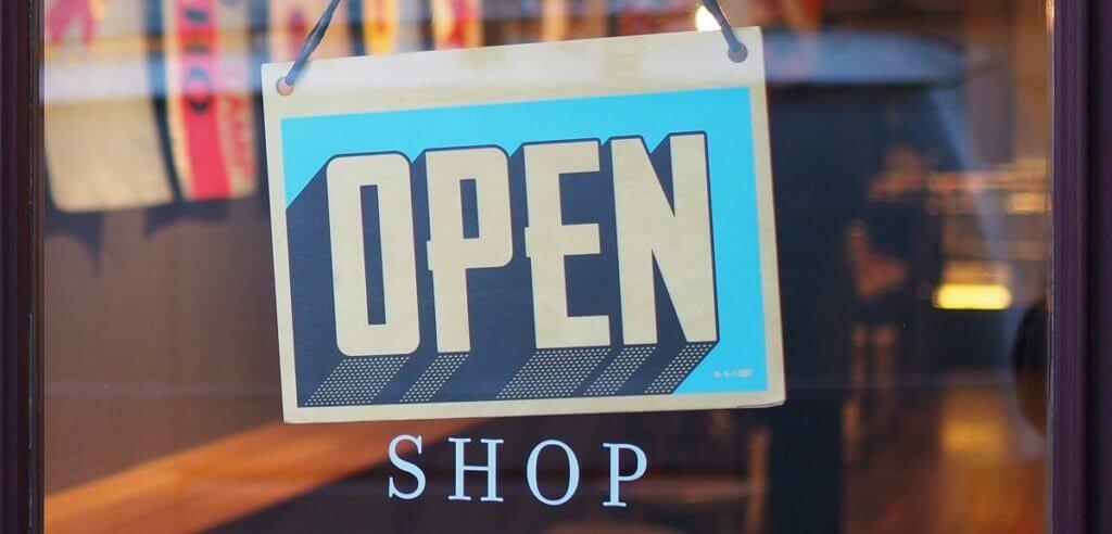 店舗のオープン看板
